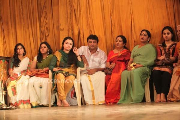 Movie Actor & Actress Cute Stills: Paravathy Mohiniyattam