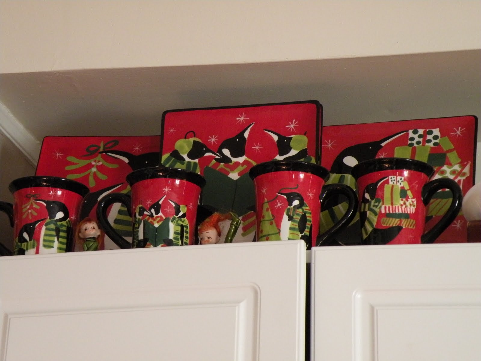 How To Decorate Tops Of Kitchen Cabinets For Christmad