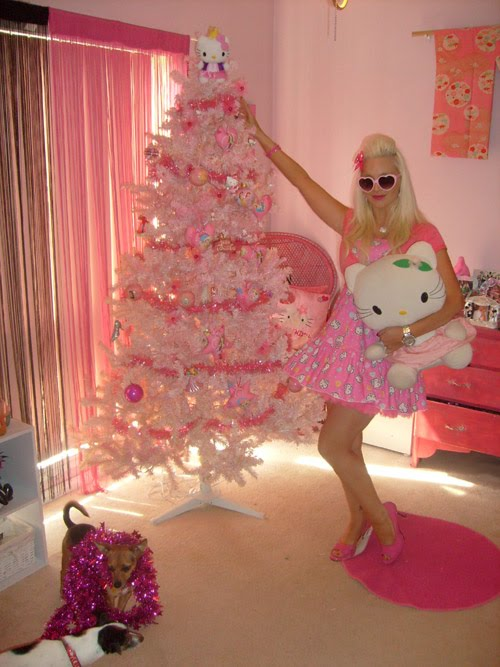 Hello Kitty Christmas Tree.Tails From The Doghouse Hello Kitty Christmas Tree