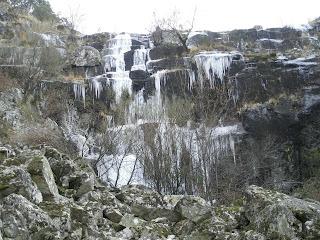 cascada de hielo en el valle del jerte