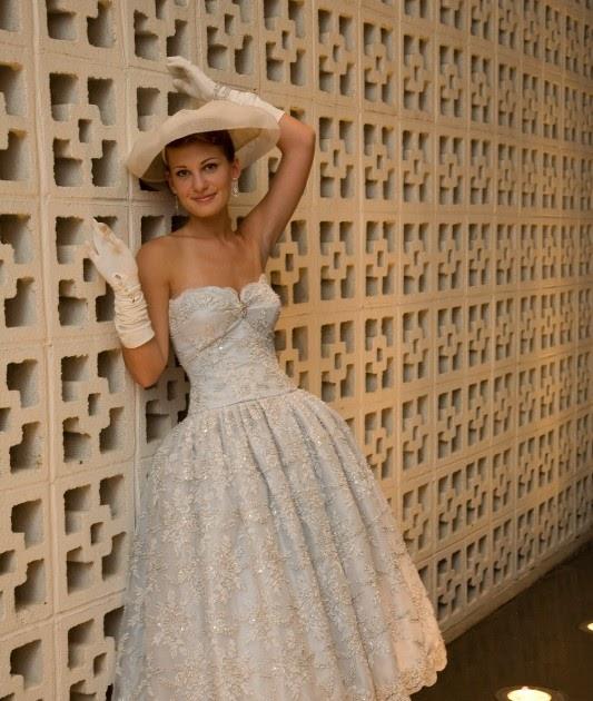 Merely The Moon: Wedding Dress Of The Week -- Joan Shum's