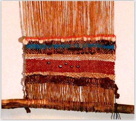 hoy vamos aprender a realizar un mural de telas o lanas para colgar en la pared como decoracin pero lo curioso es que se har colgado ya en