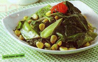 bawang putih dan cabai merah keriting sampai harum Tumis Bayam Dan Kapri