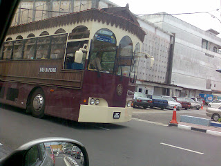 Bas Kontrovesi KT , yang tidak mendapat permit untuk di jadikan pengangkutan awam.