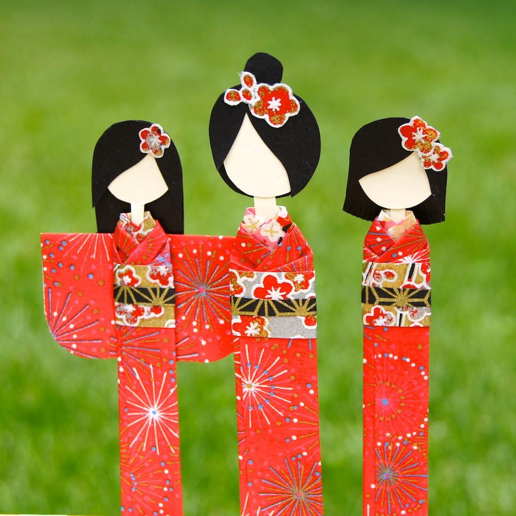 Origami Maniacs 201: Beautiful Japanese Doll Bookmark - YouTube | 1024x1024