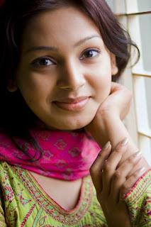 Beautiful modil in Bangladeshi prova