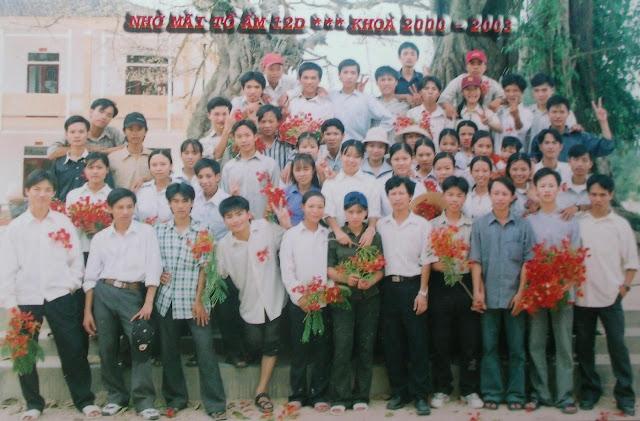 Hình chụp cuối năm lớp 12 (Liên hoan chia tay năm 2003)