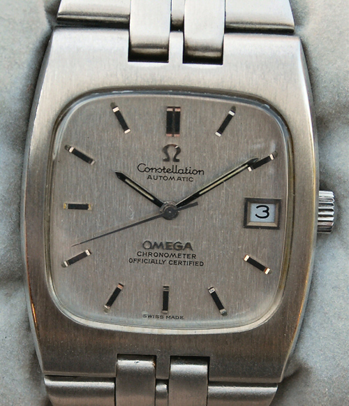 9fa36c49282 The rounded-square dial in the stainless steel version reflected the trend  away from circular dials. A brushed silver dial surface echoed the case  finish ...