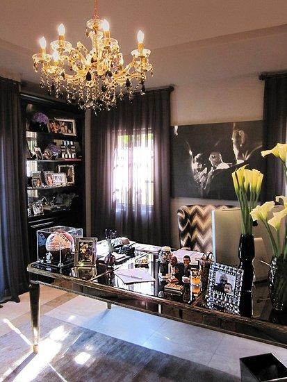 seekingdecor khloe kardashian 39 s home office. Black Bedroom Furniture Sets. Home Design Ideas