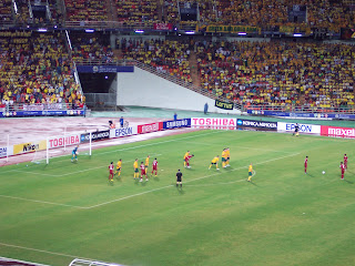 Thai players line up a free-kick