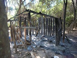 Resultado de imagen de cabaña quemada