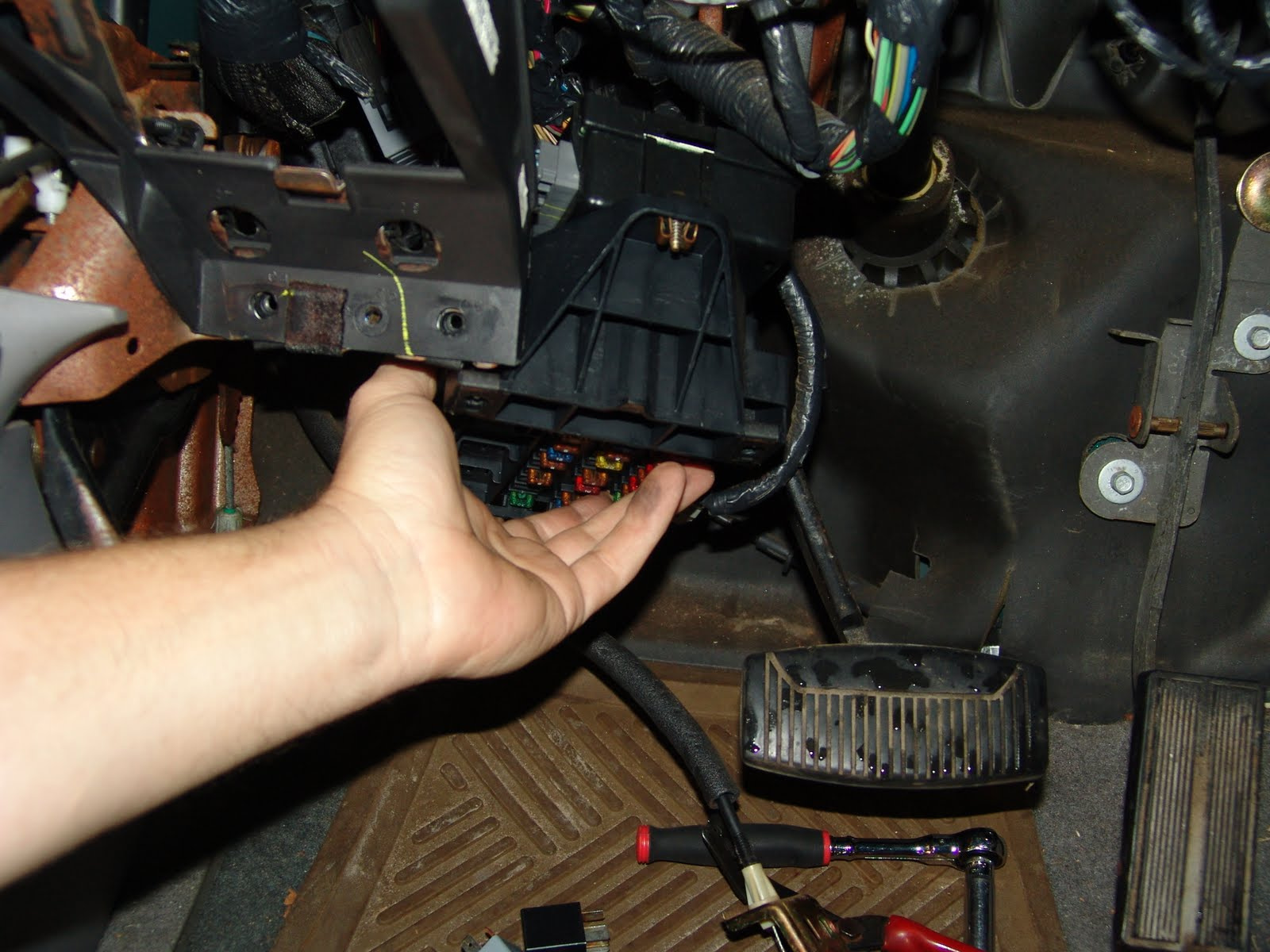 small resolution of 1993 ford f 150 fuse box location of engine