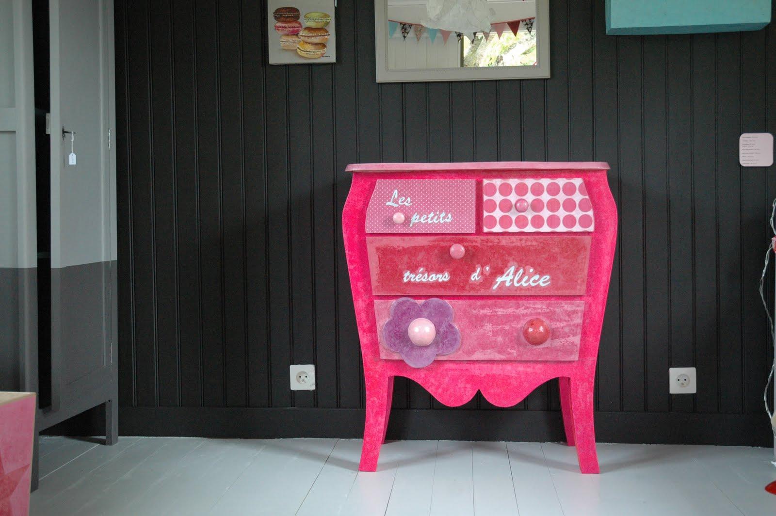 le loup rose la vanille commode alice en carton. Black Bedroom Furniture Sets. Home Design Ideas