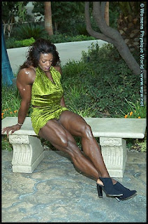 Dayana cadeau 01 female bodybuilder - 2 4