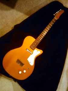 Craigslist Vintage Guitar Hunt: Vintage Silvertone Danelectro U-1 in