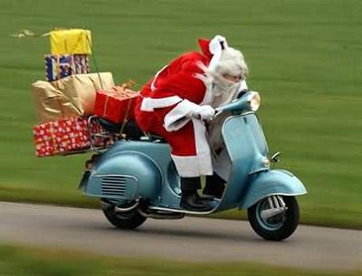 Papá Noel va en vespa