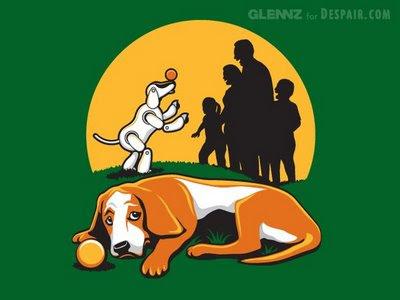 tristeza, el perro mirando como lo han sustituido por un perro robot