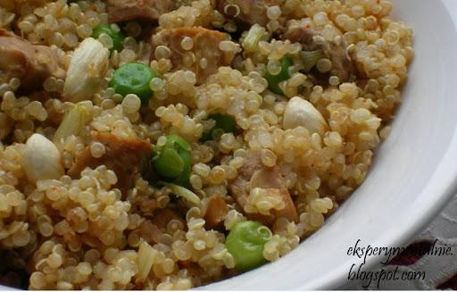 Quinoa z tempeh i migdałami