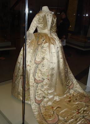 fQaroundtown: MARIE-ANTOINETTE'S DRESS, and Objectoronto 2008