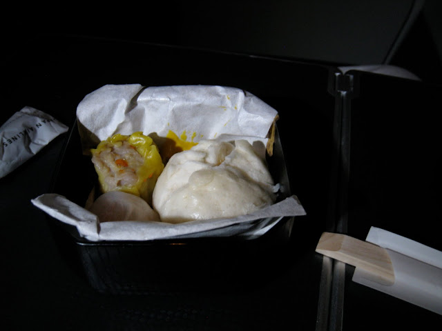 "Trip Report: Japan Airlines Business Class snacks - Chinese ""snacks"" - Chinese dumplings on JL061"
