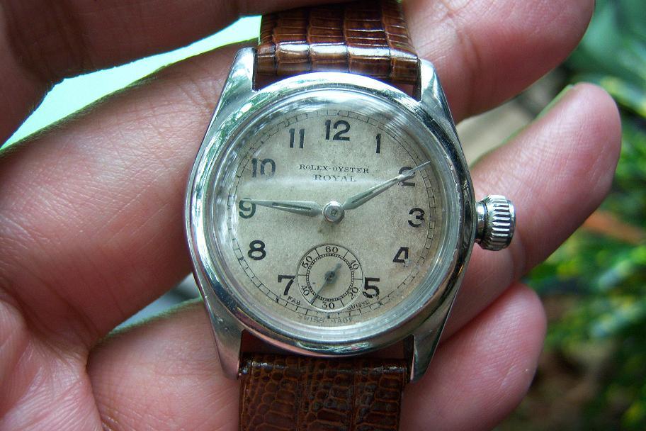 Dua jam chronograph antik di bawah ini merupakan contoh jam sport antik  yang nggak akan bakalan sering anda lihat sehari-hari. Sebelah kiri adalah  sebuah ... fe2a7f6eb2