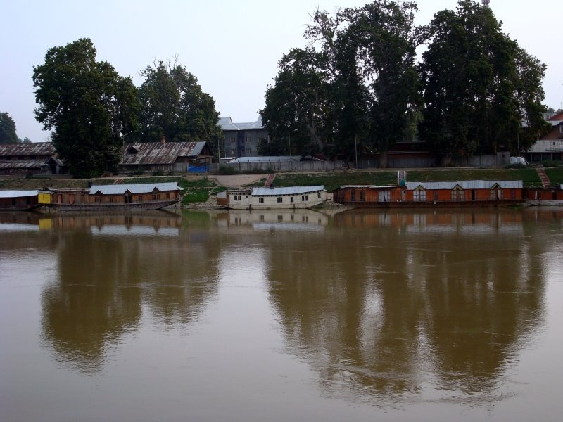 house boat on Jhelum river