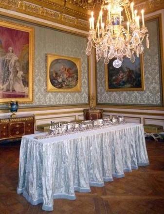 Jeff Koons Exhibits At Versailles