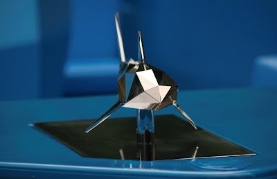 The stainless steel shark by xavier Vielhan on his RAL 5015