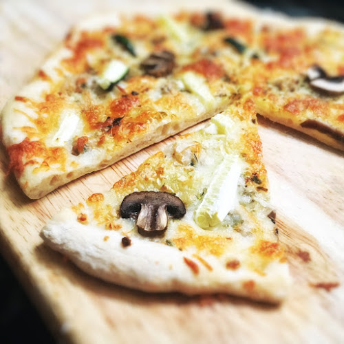 White Clam Pizza, seafood pizza, recipe, clam, pizza