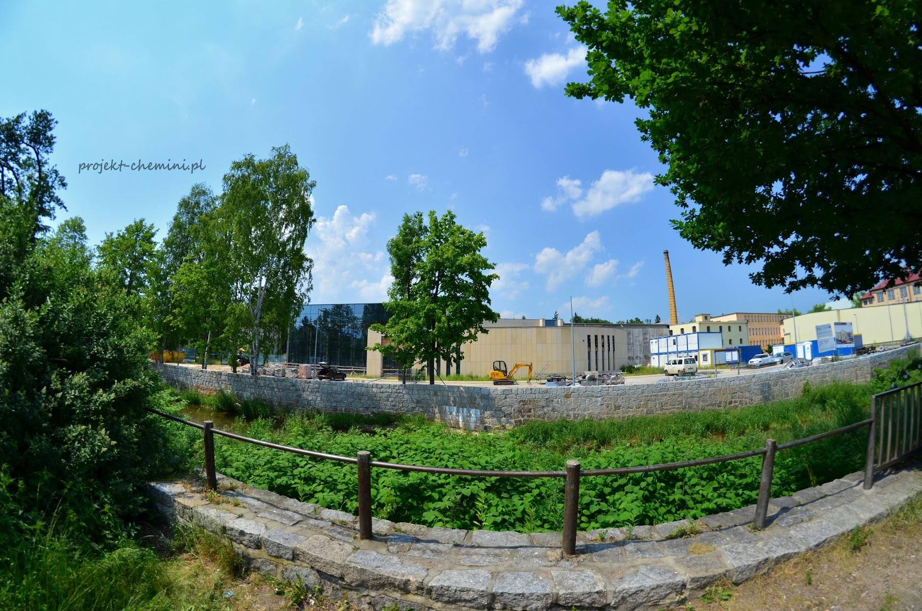 """Budowa """"Term Cieplickich"""" przy granicy Parku Zdrojowego"""