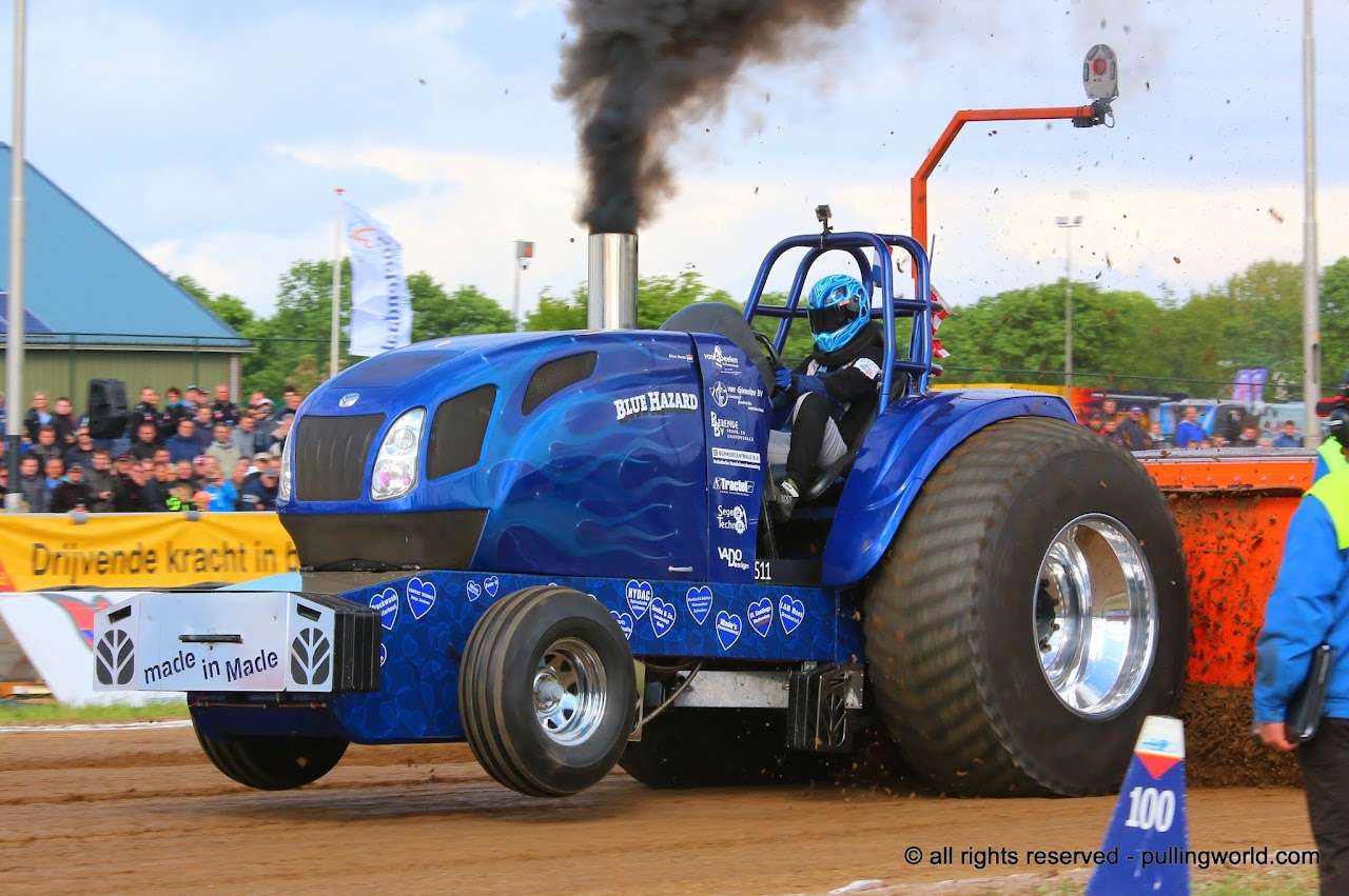 Tractor Pulling Tractor : Tractor pulling news pullingworld q a with renate