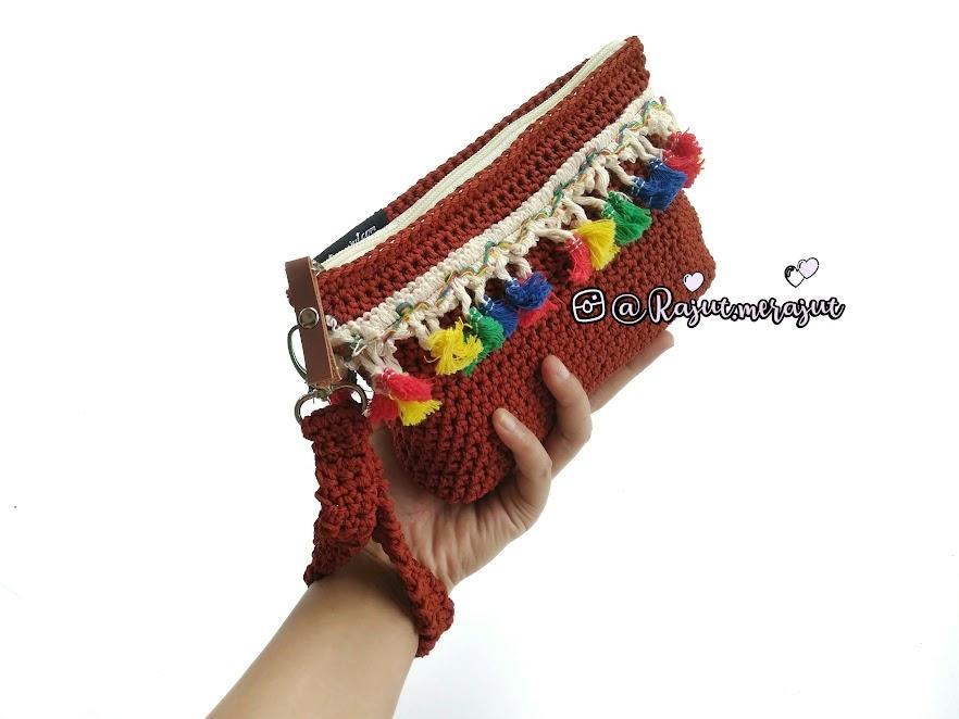 Crochet Make Up Pouch, Tassel, Crochet Tassel, DOmpet rajut make up, dompet rajut kosmetik, dompet rajut renda, renda tassel