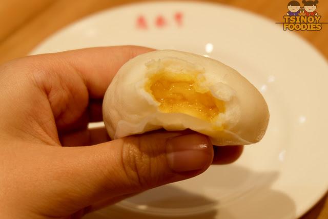 golden lava salted egg yolk buns