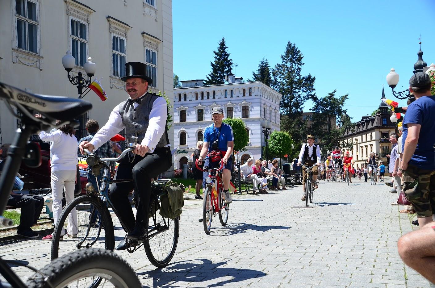 Plac Piastowski - Rowerowa Parada Retro